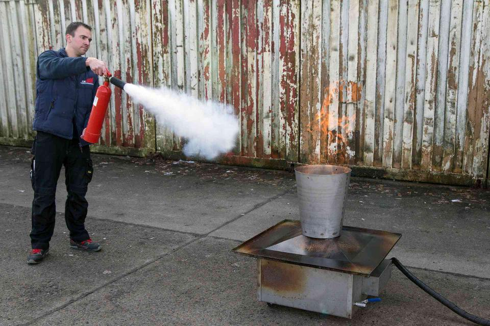 Feuerlöscher - Brand löschen